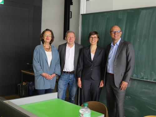 At the welcoming of MD Steinbach by Dean Knopp (from left to right: Prof. Dr. Doris Krumpholz, Prof. Dr. Reinhold Knopp (Dean FB SK), Dr. Kathrin Gräßle, MD Ulrich Steinbach)