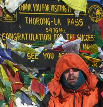 Thomas Muench in front of a sign at the Thorong-La Pass.